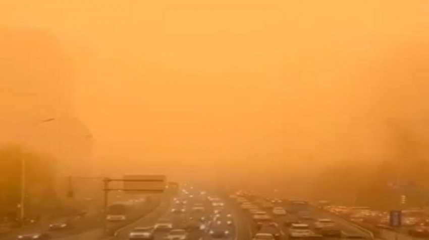 In video, an orange atmosphere in the Chinese capital, Beijing