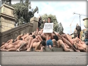 Video of naked youth in Barcelona against fashion homes